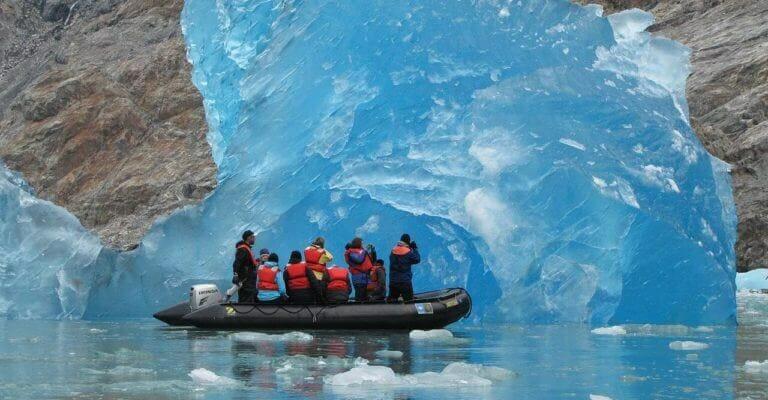 1280px-Blue_iceberg